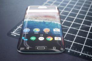 Samsung Galaxy S10 Edge Plus display